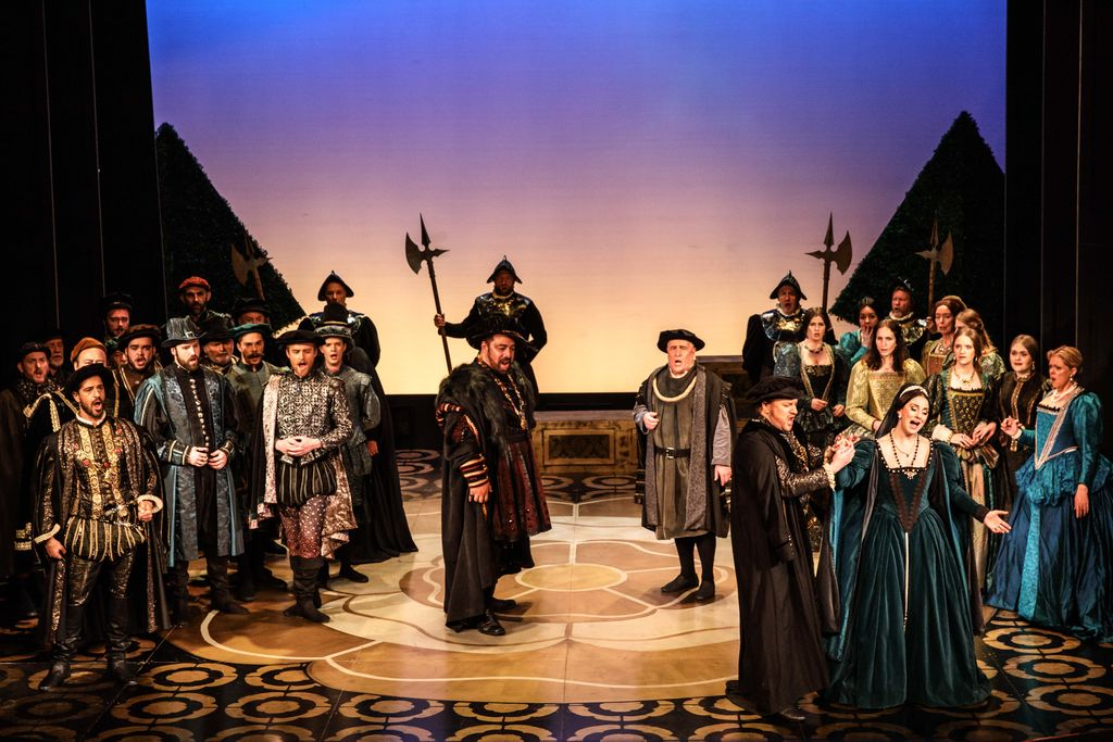 melbourne-opera-anna-bolena-production-still-please-credit-robin-halls14