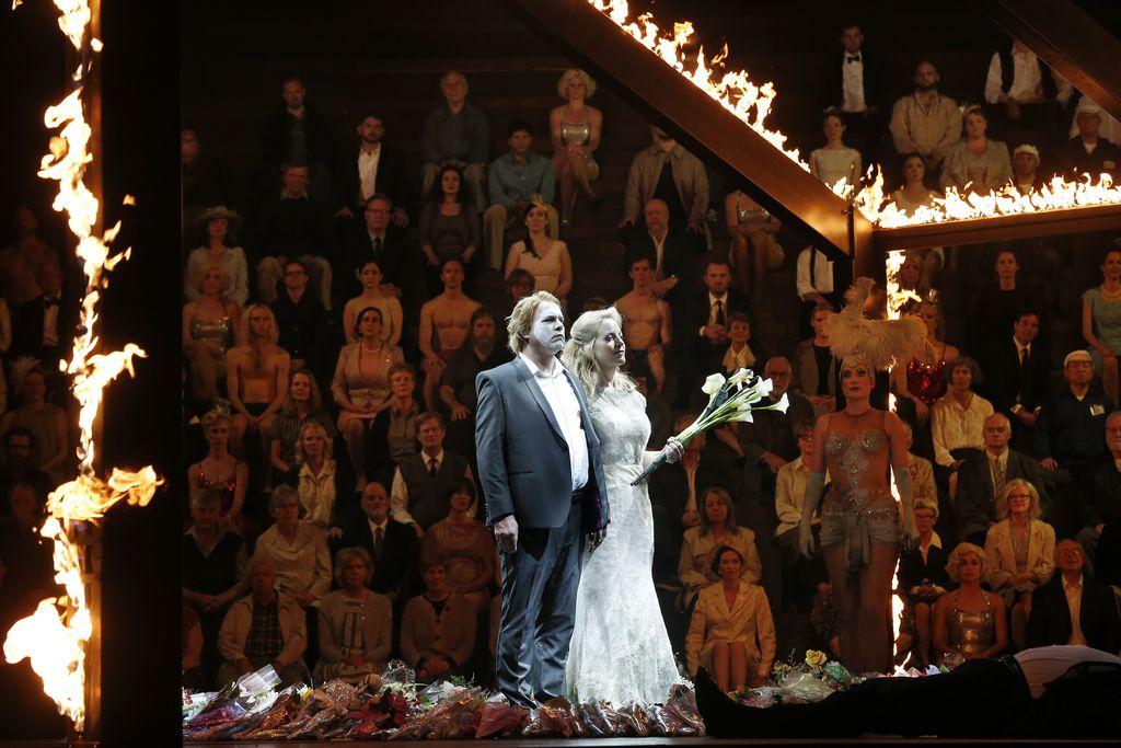 Stefan Vinke as Siegfried, Lise Londstrom as Brünnhilde and the Opera Australia Chorus and ensemble in Opera Australia's production of Götterdämmerung.