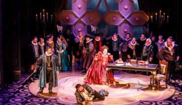 Melbourne Opera's Roberto Devereux - Elizabeth 1 (Helena Dix), Roberto Devereux (Henry Choo), The Duke of Nottingham (Phillip Calcagno) and chorus